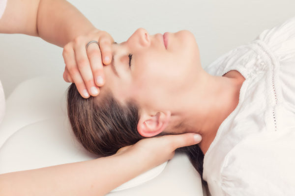 Our osteopath is giving migraine treatment in our Vancouver facilities.